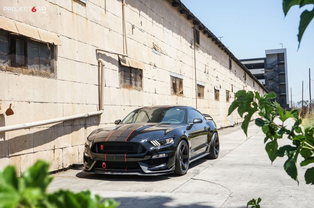Ford Mustang Shelby GT350R completed with Project 6GR 5-FIVE rotatable squared setup